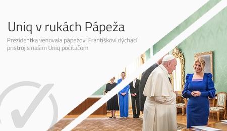 Uniq PC v rukách pápeža